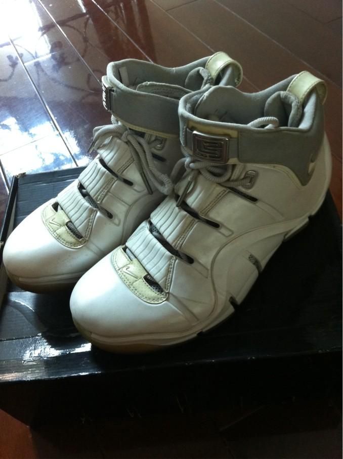 勒布朗詹姆斯第四代篮球鞋转让,已经绝版了