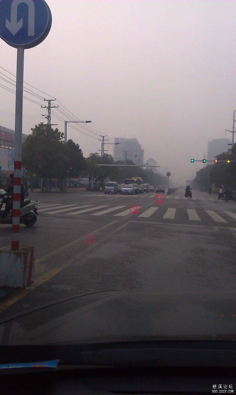 问大家红绿灯路口正规的掉头方式