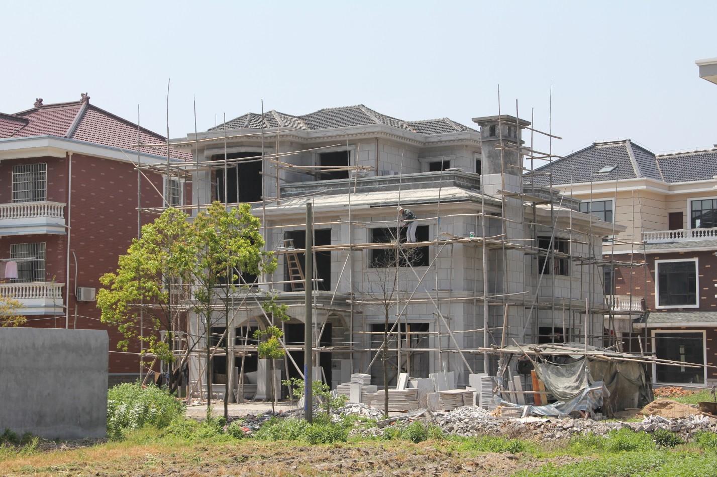 农村房子外墙是用钢砖好还是用增值漆好?