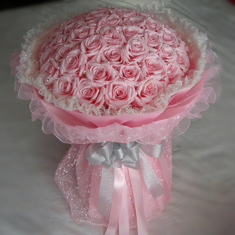 有谁能提供下面纸玫瑰花束的所有原材料,一模一样的,类似也可以.