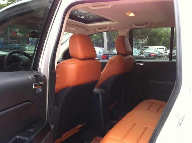 2009-8月上牌 公里数6万多 纯进口jeep指南者2.4,内饰颜色高清图片
