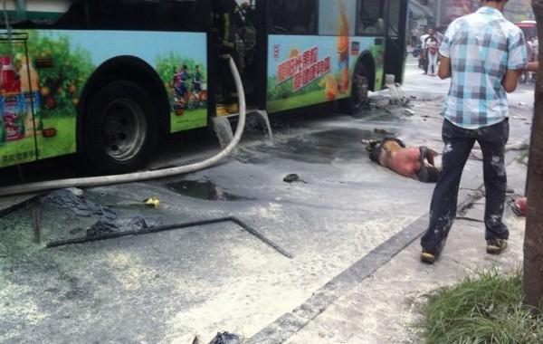 杭州一公交车起火 目击者称约10人受伤(图)