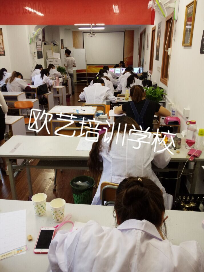 欧艺美甲化妆纹绣培训学校 纹绣课